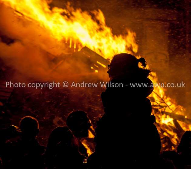 Biggar Bonfire pictures are copyright Andrew Wilson and must not be reproduced without permission